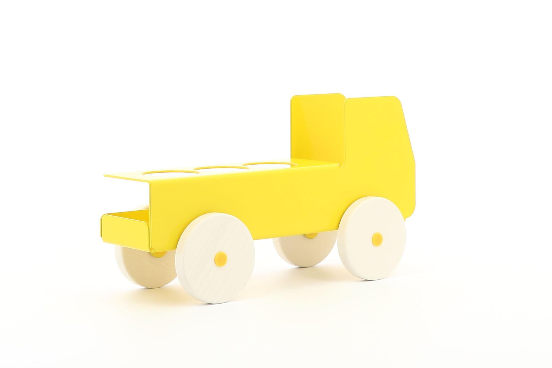 cache multiprise 3 connexions en forme de camion jaune. Black Bedroom Furniture Sets. Home Design Ideas